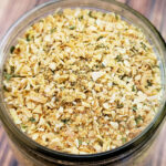 Pint sized mason jar full of homemade onion soup mix.