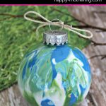 Are you looking for fun Christmas craft ideas to do with your children? Learn how to make this adorable DIY swirly globe ornament for the holidays.