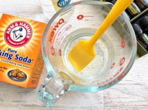 Vinegar in a measuring cup.