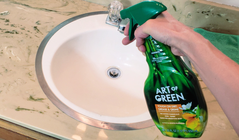 Spraying sink with Art of Green multipurpose cleaner